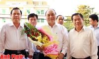 越南政府副总理阮春福视察平福省