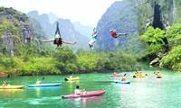 新年第一天越南各地游客激增