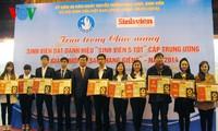 """越南国家主席张晋创会见荣获""""正月之星""""奖的大学生"""