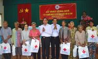 越南党和国家领导人看望慰问少数民族同胞和劳动工人