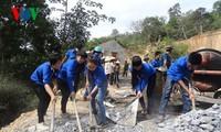 越南中部各省启动2015年青年月活动