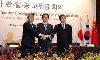 中日韩举行高级别外交会谈