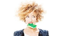比利时摇滚女歌手瓦尔纳特将来越演出
