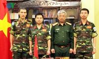 越南国防部领导人向参加联合国维和行动的军官交付任务