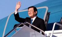 张晋创抵达印度尼西亚雅加达出席亚非领导人会议