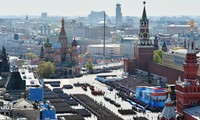 俄罗斯举行纪念卫国战争胜利70周年阅兵式