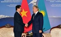 阮晋勇总理在哈萨克斯坦会见各国领导人