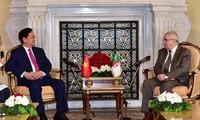 阮晋勇总理会见阿尔及利亚民族院议长本萨拉赫