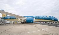 """越南航空公司波音787-9""""梦之翼""""飞机在2015年巴黎航空展上给观众留下深刻印象"""