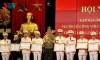 """越南人民公安力量继续向为革命立功者做好""""报恩答义""""工作"""