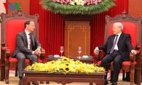 越共中央总书记阮富仲会见比利时大使布鲁诺·安格莱特