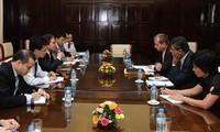 越南国家银行行长阮文平会见国际货币基金组织驻越首席代表
