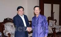 越南计划投资部代表团对老挝进行工作访问