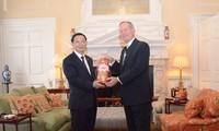 越英首都加强金融领域合作