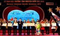 越南全国21个集体和个人荣获2015年国家志愿者奖