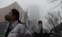 中国多座城市发布空气严重污染预警