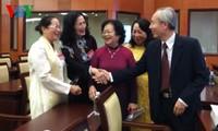胡志明市举行历代国会代表见面会
