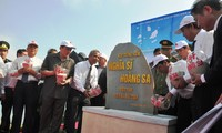 """""""黄沙义士""""纪念区塑像奠基仪式在李山岛举行"""