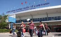 庆和省金兰机场迎接182趟国际航班