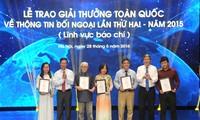 2015年第二届全国对外新闻奖颁奖仪式在河内举行