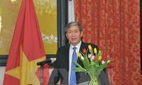越共中央书记处常务书记丁世兄会见联合国秘书长潘基文