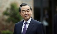 中国外长王毅就越南中部洪灾致电慰问