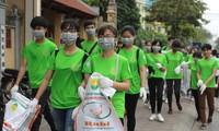 """1000多名大学生和志愿者参加""""绿色星期日""""活动"""