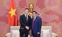 越共中央组织部部长范明正会见日本财务副大臣铃木惠介