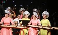 """适值越南音乐日 """"秋天思念胡伯伯""""艺术晚会在河内举行"""