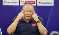 越南国家男足集训前夕:朴恒绪接受记者的采访