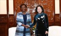 邓氏玉盛会见法语国家国际组织秘书长