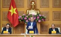 阮春福主持越共十三大经济社会小组第六次全体会议