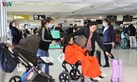 将350多名在澳大利亚和新西兰的越南公民接回国