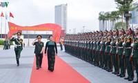 越南国会主席阮氏金银与越南军队电信集团领导人举行工作会议