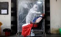 新冠肺炎疫情:全世界确诊病例超过1368万例