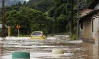 日本、中国多地继续发生严重洪涝