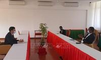 大力推动越南与莫桑比克执政党的合作关系