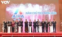 越南国会主席阮氏金银出席2020年东盟议会联盟大会官网、程序和识别系统发布仪式