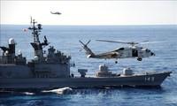 日美空军和海军在华东海举行联合军演