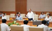 越南政府总理阮春福主持政府党组干事委员会与胡志明市市委的会议