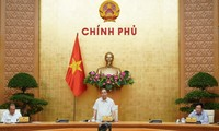 越南政府总理阮春福在政府常务委员会抗疫会议上发表总结性讲话