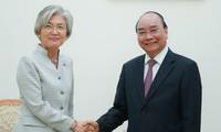 力争将越韩双边贸易额提升至一千亿美元