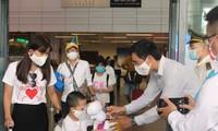 扑灭第二波疫情后岘港市欢迎首批游客