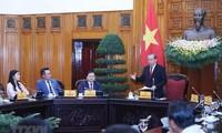 越南政府常务副总理张和平会见优秀青年企业家代表