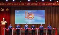 《 伟大民族团结旗帜90周年》专题展览开幕仪式在河内举行