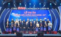 越南中部岘港市为防控新冠肺炎疫情的一线医护人员举行感恩仪式