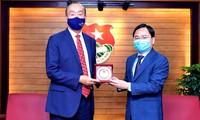 越南胡志明共青团与世界卫生组织驻越代表机构加强合作