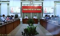 政府与胡志明市就新冠肺炎疫情防控工作举行视频会议