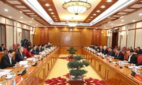 阮富仲主持越共第十三届政治局、书记处首次会议