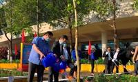 河内、岘港分别举行新年植树节启动仪式